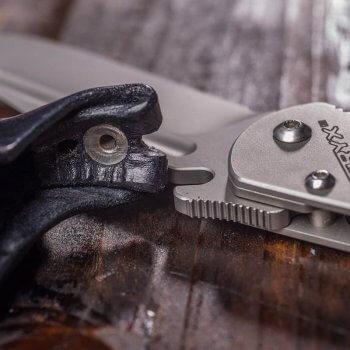 Detail s púzdrom - história zatváracieho noža Pteryx L2